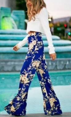 calça larga pantalona estampada azul marinho floral