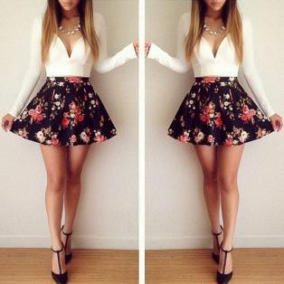 vestido floral curto manga comprido decote v branco-