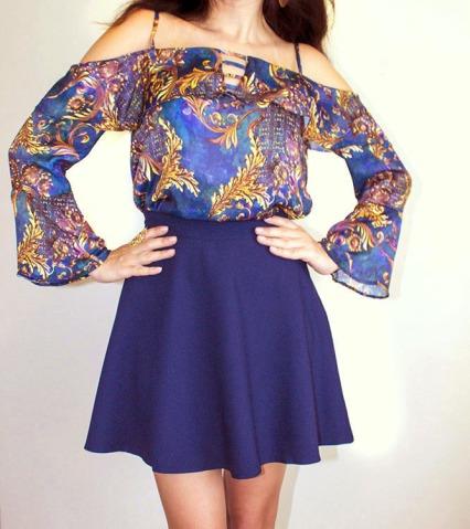 conjunto saia azul marinho evase com blusa ciganinha estampa royal1