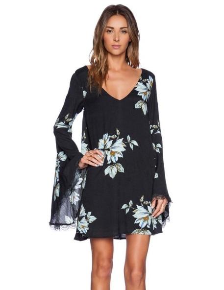 vestido manga flare preto floral 21