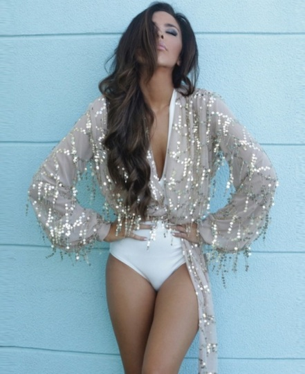blusa de festa com paetes dourado nude