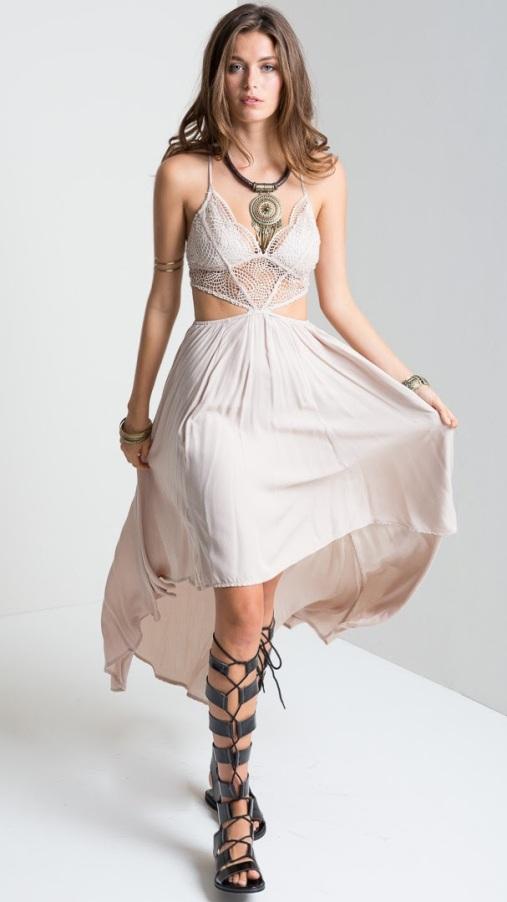 vestido-longo-com-renda-mullet-nude-fendas-sexy