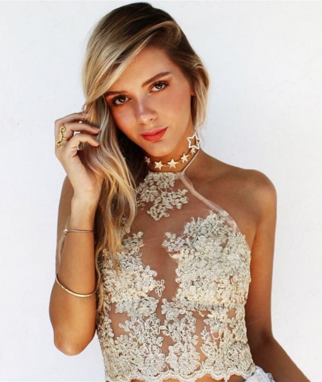blusa-cropped-bordada-dourada