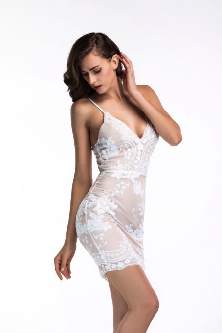 vestido de festa curto branco paetes