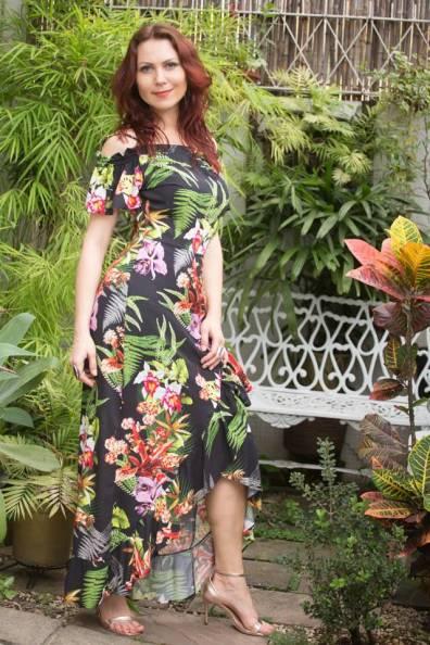 vestido longo estampado preto floral ombro a ombro assimterico