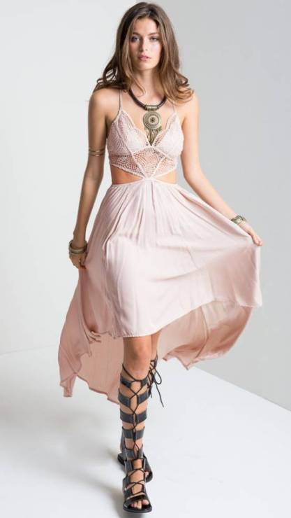 Vestido Renda Fendas na Cintura Assimétrico