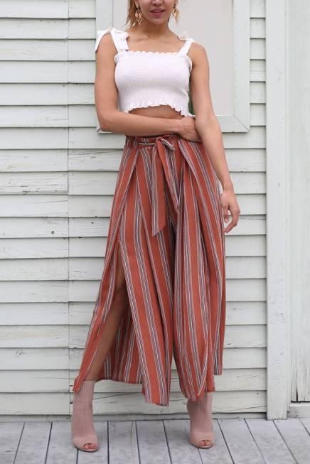 Calça Pantalona Listrada Terracota Fendas Laterais