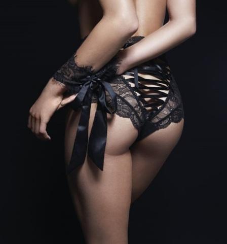 Calcinha com amarrações atrás cintura alta